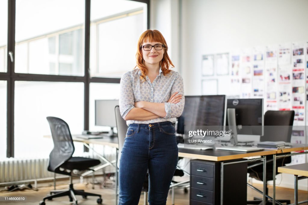 Portrait of confident young businesswoman : Stock-Foto