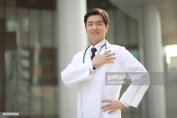 portrait of confident young doctor - geschworener stock-fotos und bilder