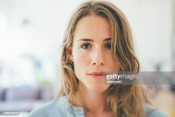 portrait of confident young woman - 20 24 years stock pictures, royalty-free photos & images