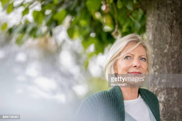 portrait of content senior woman in nature - 60 64 jahre stock-fotos und bilder