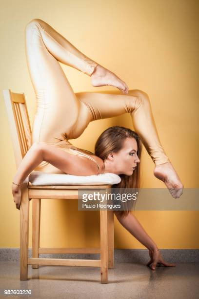 portrait of contortionist, barcelona, spain - contortionist stock pictures, royalty-free photos & images