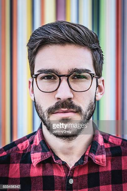 Porträt von cool-hipster Mann mit Bart und Brille