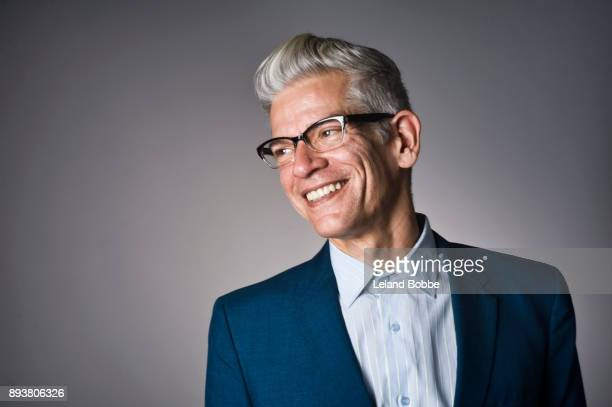 portrait of cool looking middle aged man with grey hair - cabelo grisalho - fotografias e filmes do acervo