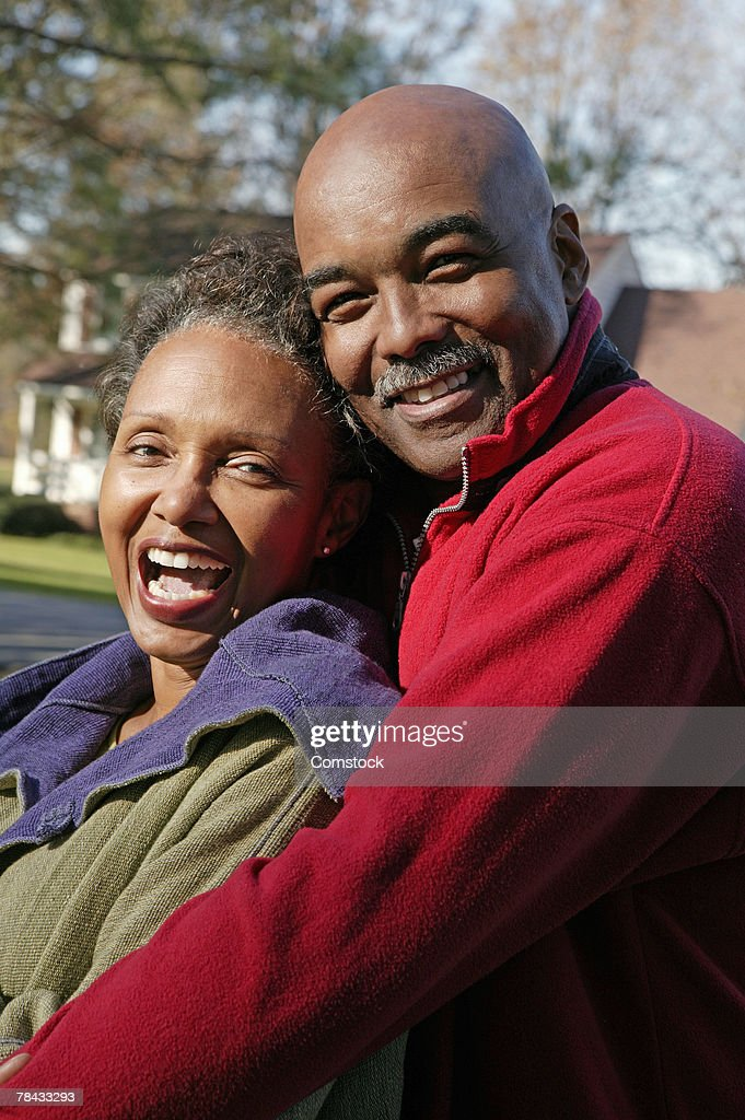 Portrait of couple embracing outdoors : Stockfoto