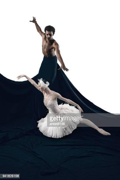 retrato de casal de dançarinos de balé em fundo branco e preto - arte, cultura e espetáculo - fotografias e filmes do acervo