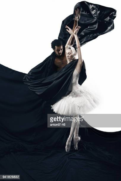 portrait of couple of ballet dancers on white and black background - arte, cultura e espetáculo imagens e fotografias de stock