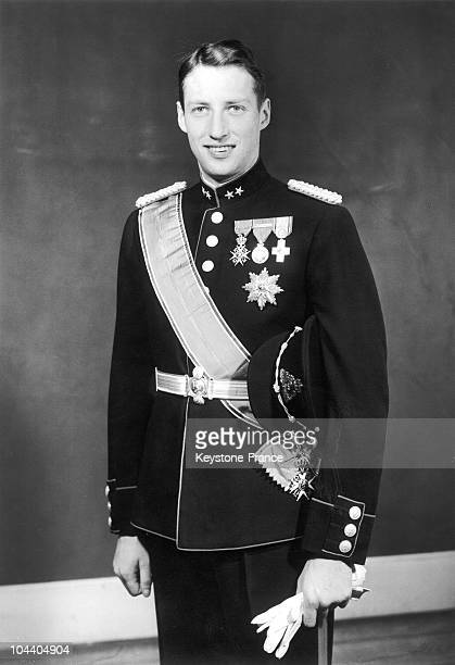 Portrait of Crown prince HARALD of Norway wearing his Norwegian army Lieutenant Gala uniform. This photograph was taken on the preparations of his...