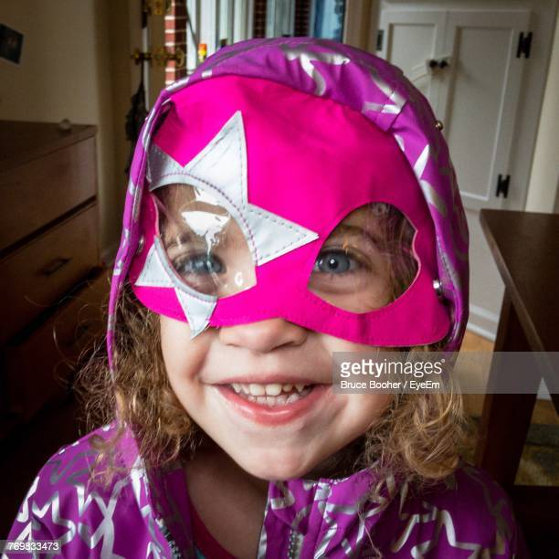 portrait of cute girl wearing eye mask at home - frederick - fotografias e filmes do acervo