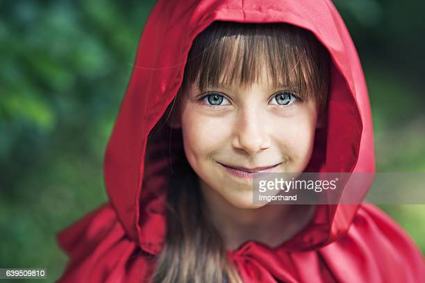 portrait of cute smiling little red riding hood - le petit chaperon rouge photos et images de collection