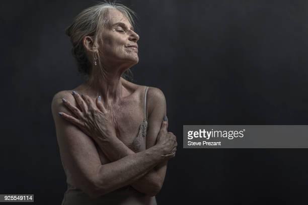 portrait of daydreaming older caucasian woman - eine seniorin allein stock-fotos und bilder