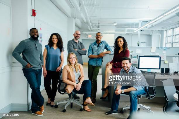 portrait of diverse business people in office - groupe moyen de personnes photos et images de collection