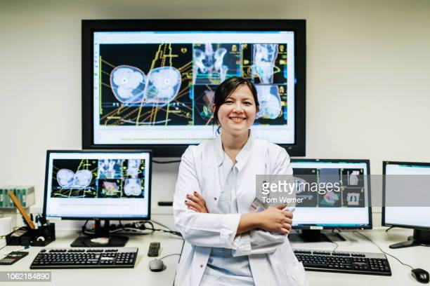 portrait of doctor at the lab - scientificsubjects stock pictures, royalty-free photos & images