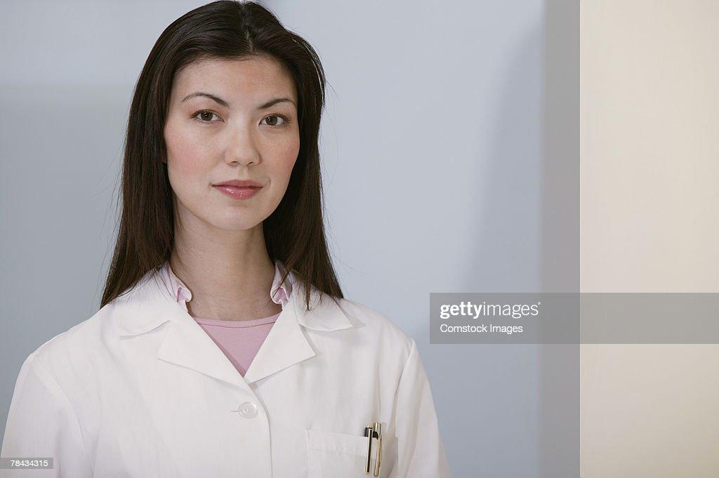 Portrait of doctor in lab coat : Stockfoto