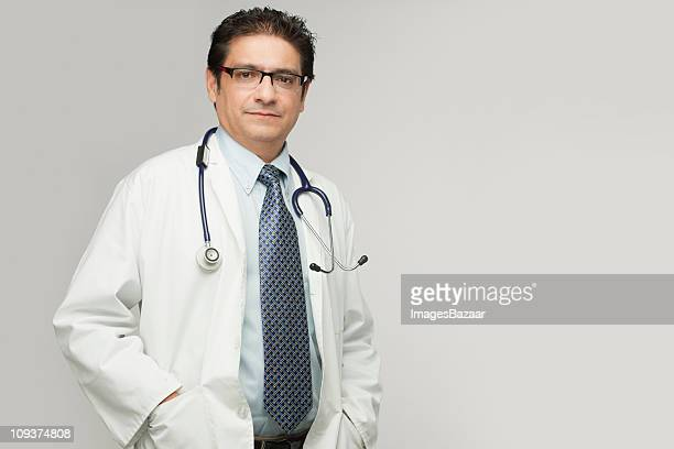 portrait of doctor - indian subcontinent ethnicity stock pictures, royalty-free photos & images