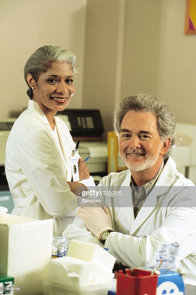 Portrait of doctors in laboratory : Stockfoto