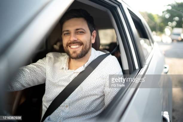 笑顔のドライバーの肖像画 - 中南米 ストックフォトと画像