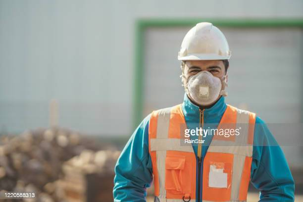 portrait of engineer wearing a protective mask - one man only stock pictures, royalty-free photos & images
