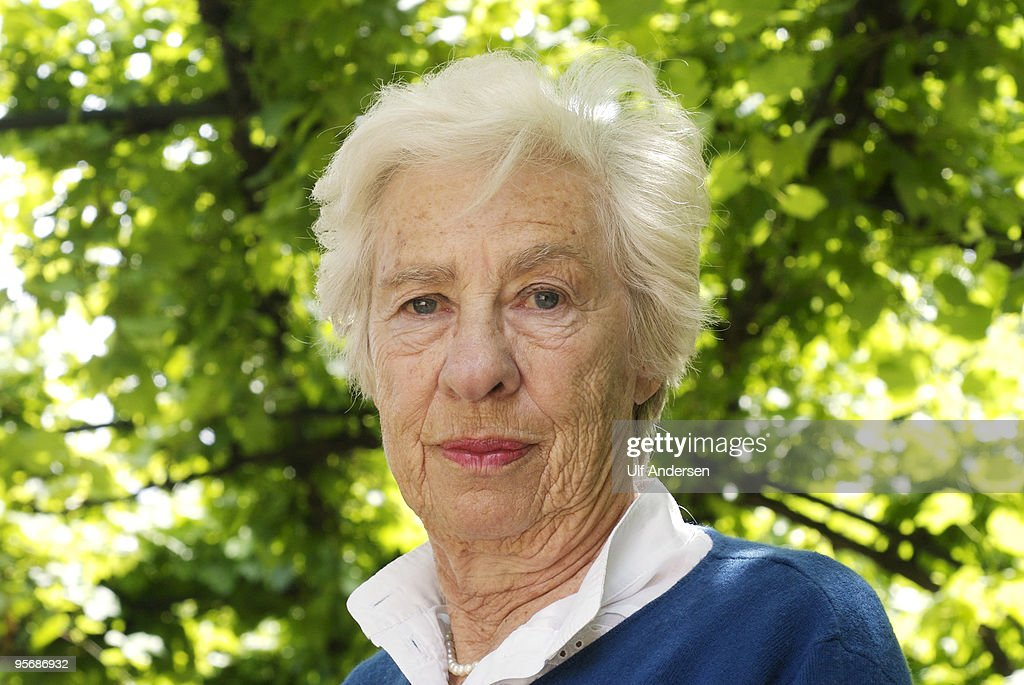Eva Schloss Portrait Session : News Photo