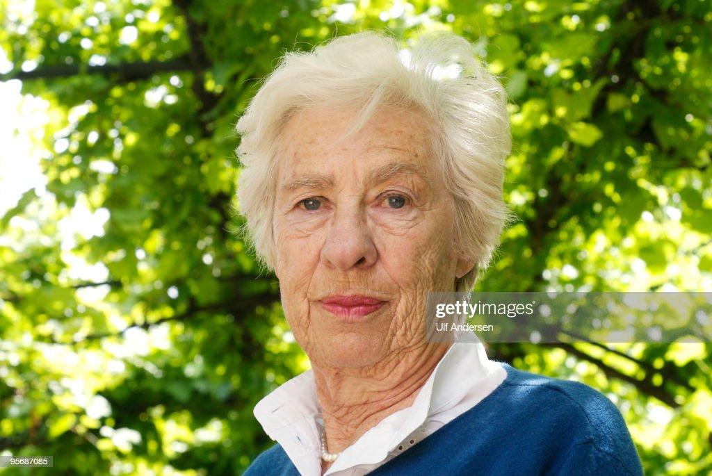 Eva Schloss Portrait Session : News Photo
