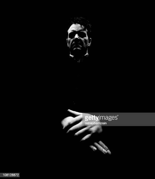 Portrait of Evil Looking sacerdote, bajo llave en tonos