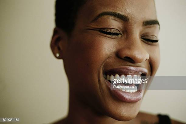 portrait of face of laughing black woman - close up fotografías e imágenes de stock
