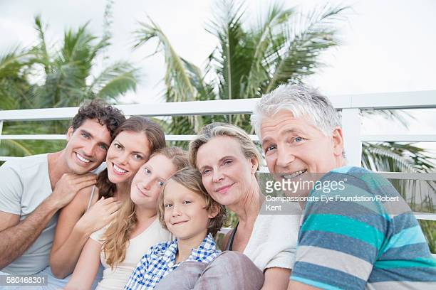 portrait of family on balcony - パホア ストックフォトと画像