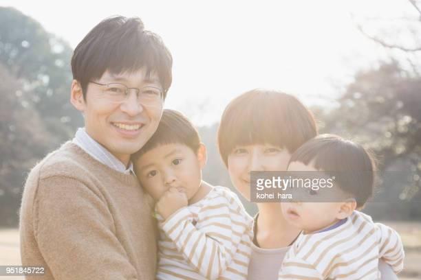 家族のポートレート - 35 39歳 ストックフォトと画像