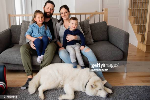 """portrait of family with young children and dog at home. - """"martine doucet"""" or martinedoucet stock pictures, royalty-free photos & images"""