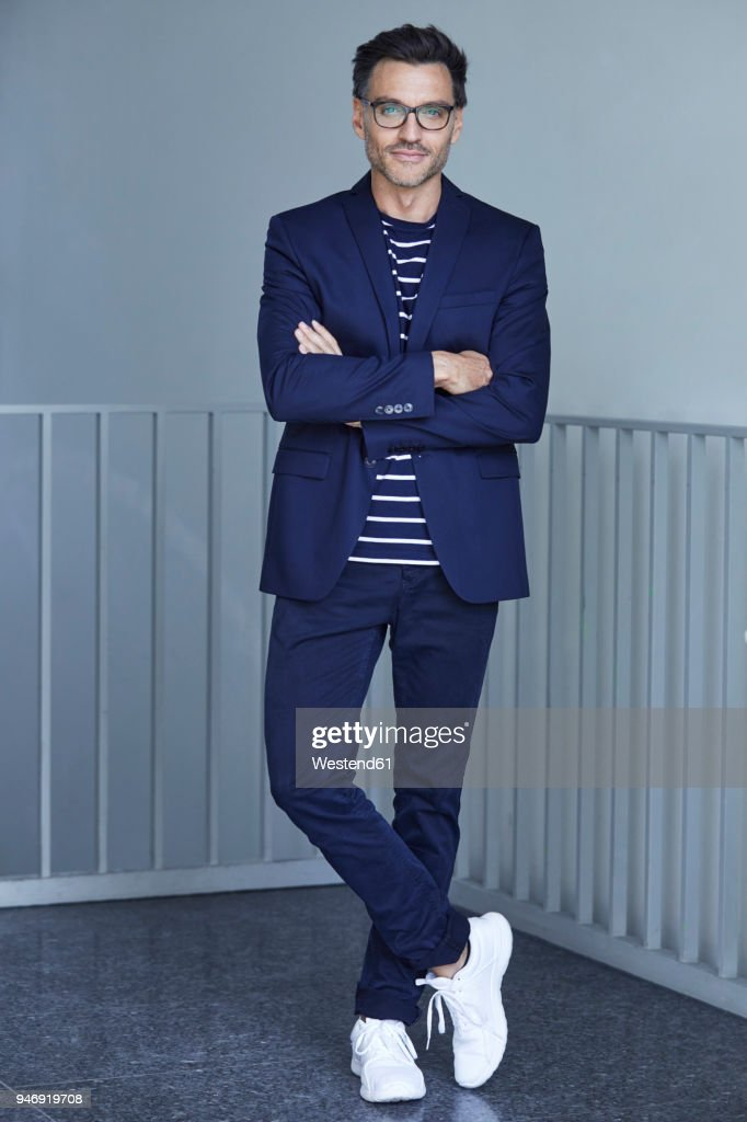 Portrait of fashionable businessman with wearing blue suit and glasses : Stock-Foto