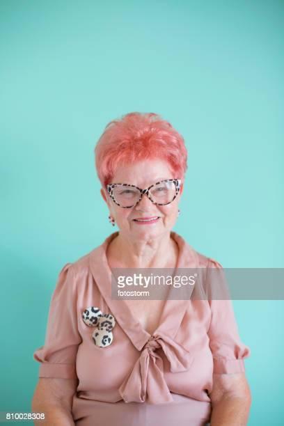 Porträt von modischen senior Frau