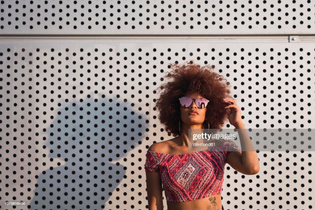 Portrait of fashionable woman wearing mirrored sunglasses : Stock Photo