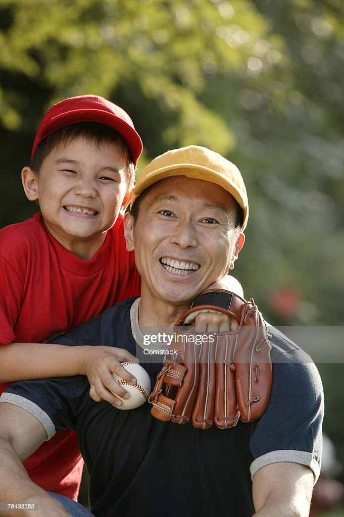 Portrait of father and son with baseball and mitt : Stockfoto