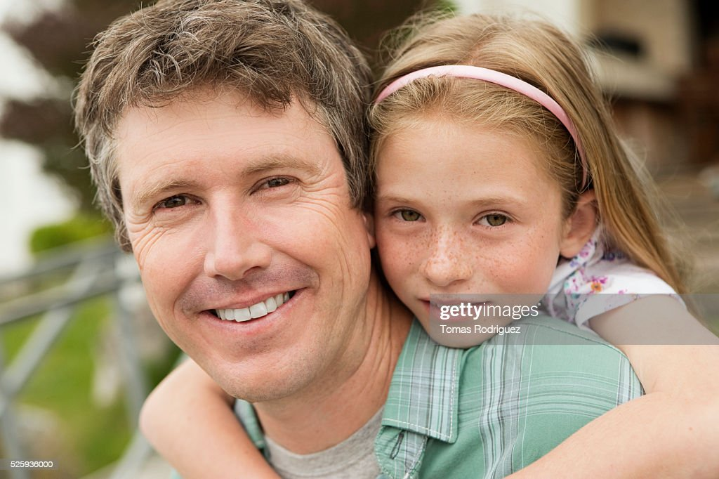 Portrait of father giving daughter (8-9) piggyback ride : Stock-Foto