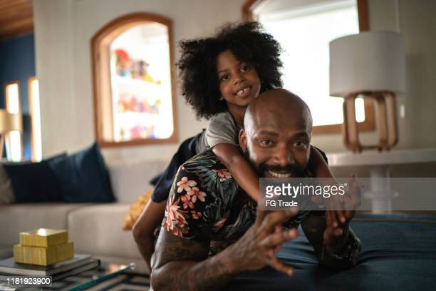 portrait of father giving his daughter a piggyback ride - dia dos pais imagens e fotografias de stock