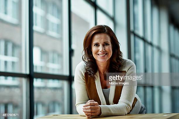 portrait of female architect - 45 49 jahre stock-fotos und bilder