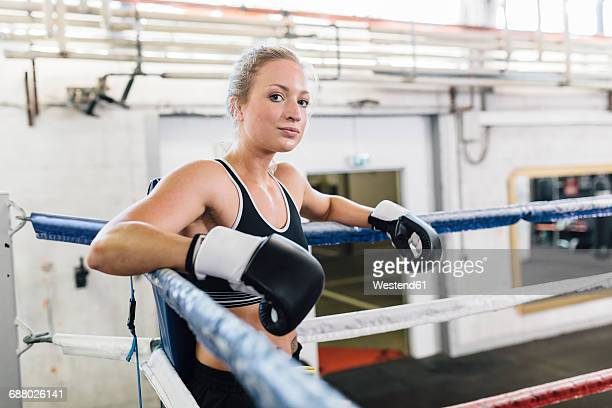 portrait of female boxer in boxing ring - ボクシングリング ストックフォトと画像