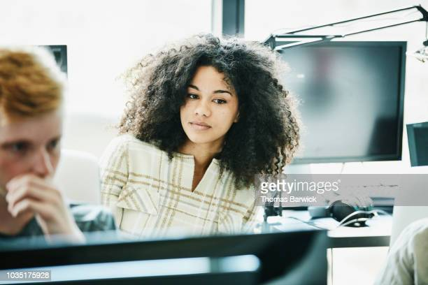 portrait of female engineer working in computer lab - afro americano - fotografias e filmes do acervo