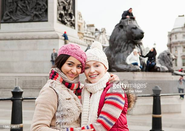 portrait of female friends in trafalgar square. - newpremiumuk stock pictures, royalty-free photos & images