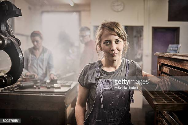 portrait of female in letterpress printing studio. - leanincollection stock pictures, royalty-free photos & images