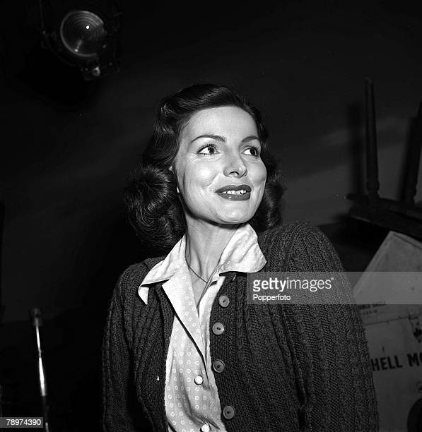 1952 Portrait of Film actress Elizabeth Sellars