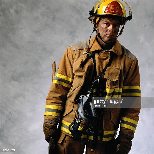 portrait of firefighter - fire protection suit - fotografias e filmes do acervo