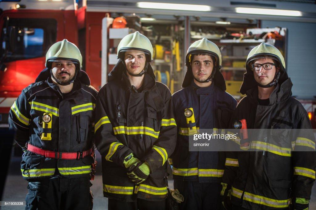 """Retrato de bombeiros """"n : Foto de stock"""