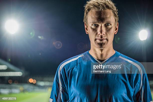 portrait of football player in stadium - fußballspieler stock-fotos und bilder