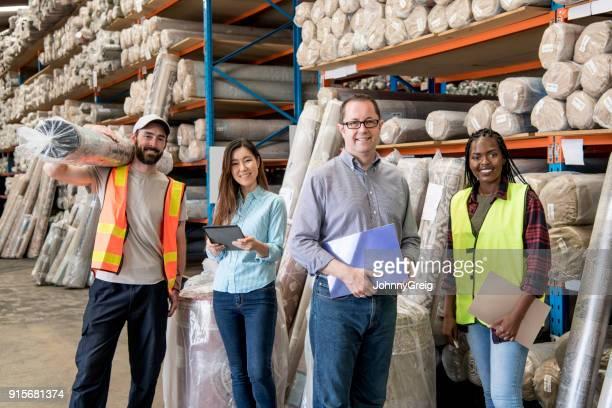 カーペット工場での 4 つの労働者の肖像画