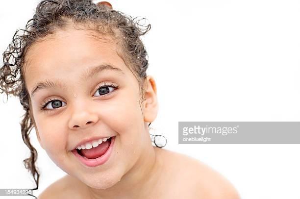 retrato de quatro anos no banheiro - só uma menina - fotografias e filmes do acervo