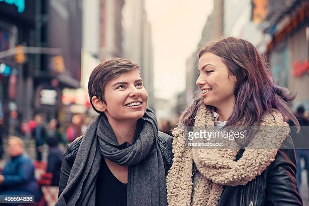 "portrait of friends enjoying the city autumn day new york. - ""martine doucet"" or martinedoucet bildbanksfoton och bilder"