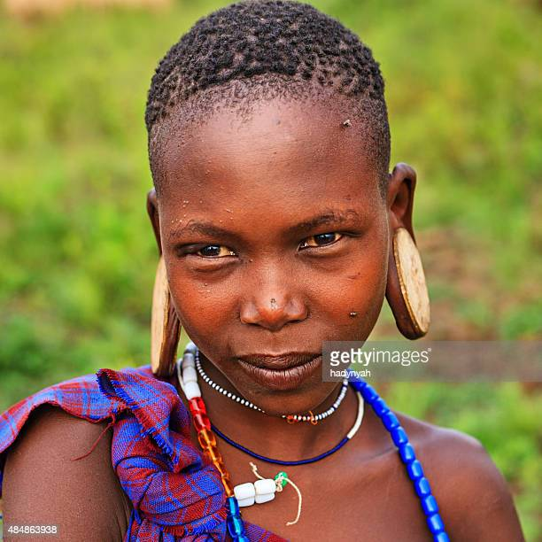 portrait of girl from mursi tribe, ethiopia, africa - mursi tribe stock pictures, royalty-free photos & images