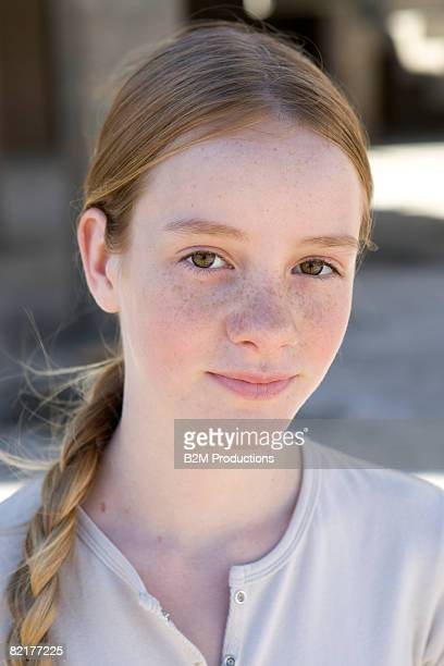 portrait of girl (11-12 years) - 12 13 years stock-fotos und bilder