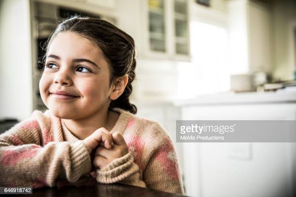 portrait of girl (7yrs) smiling, indoors - bambine femmine foto e immagini stock