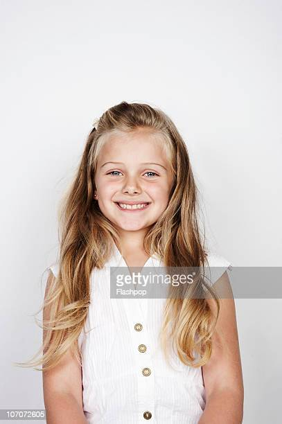 portrait of girl smiling - bambine femmine foto e immagini stock